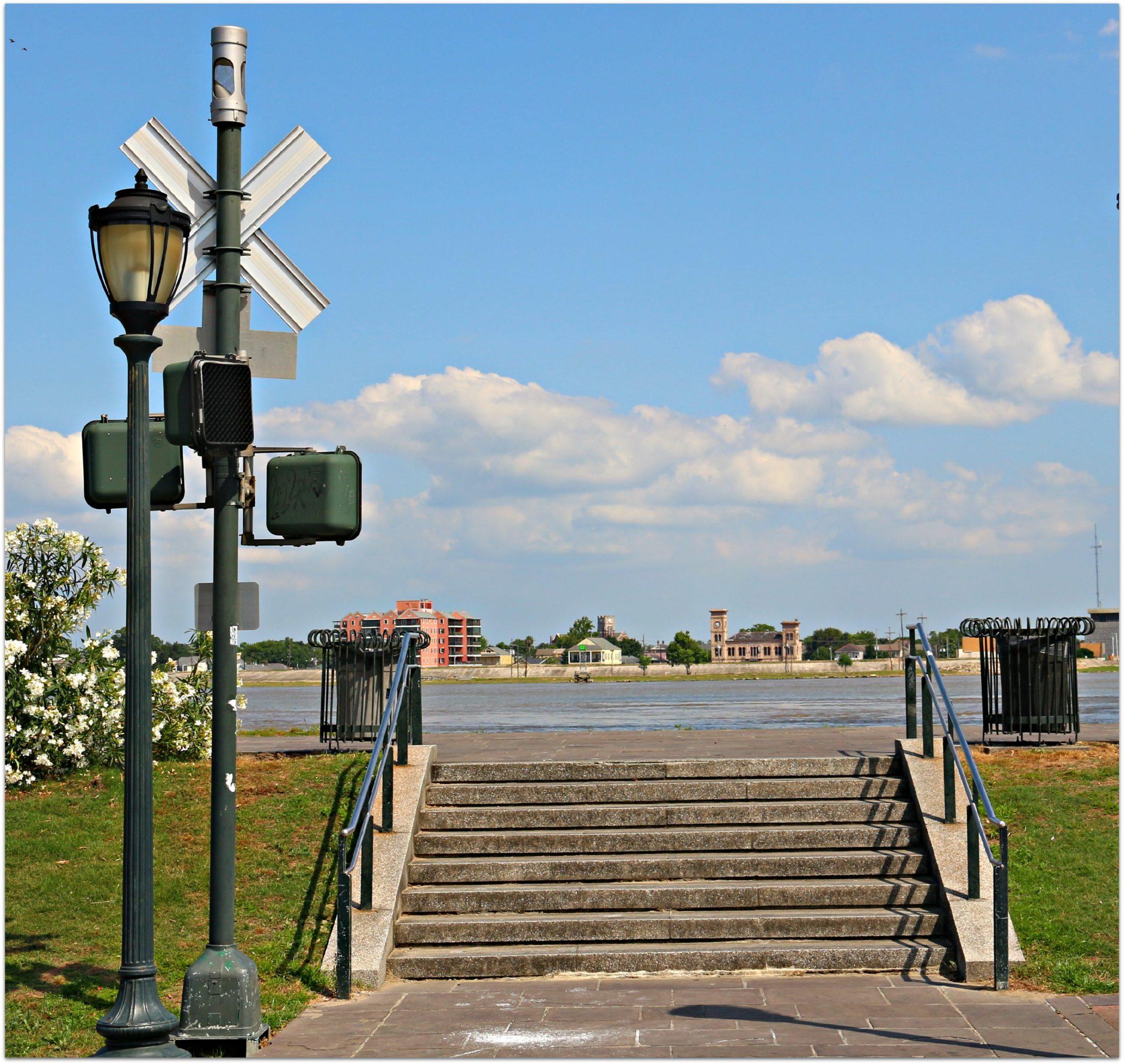 Walk along the Mississippi River