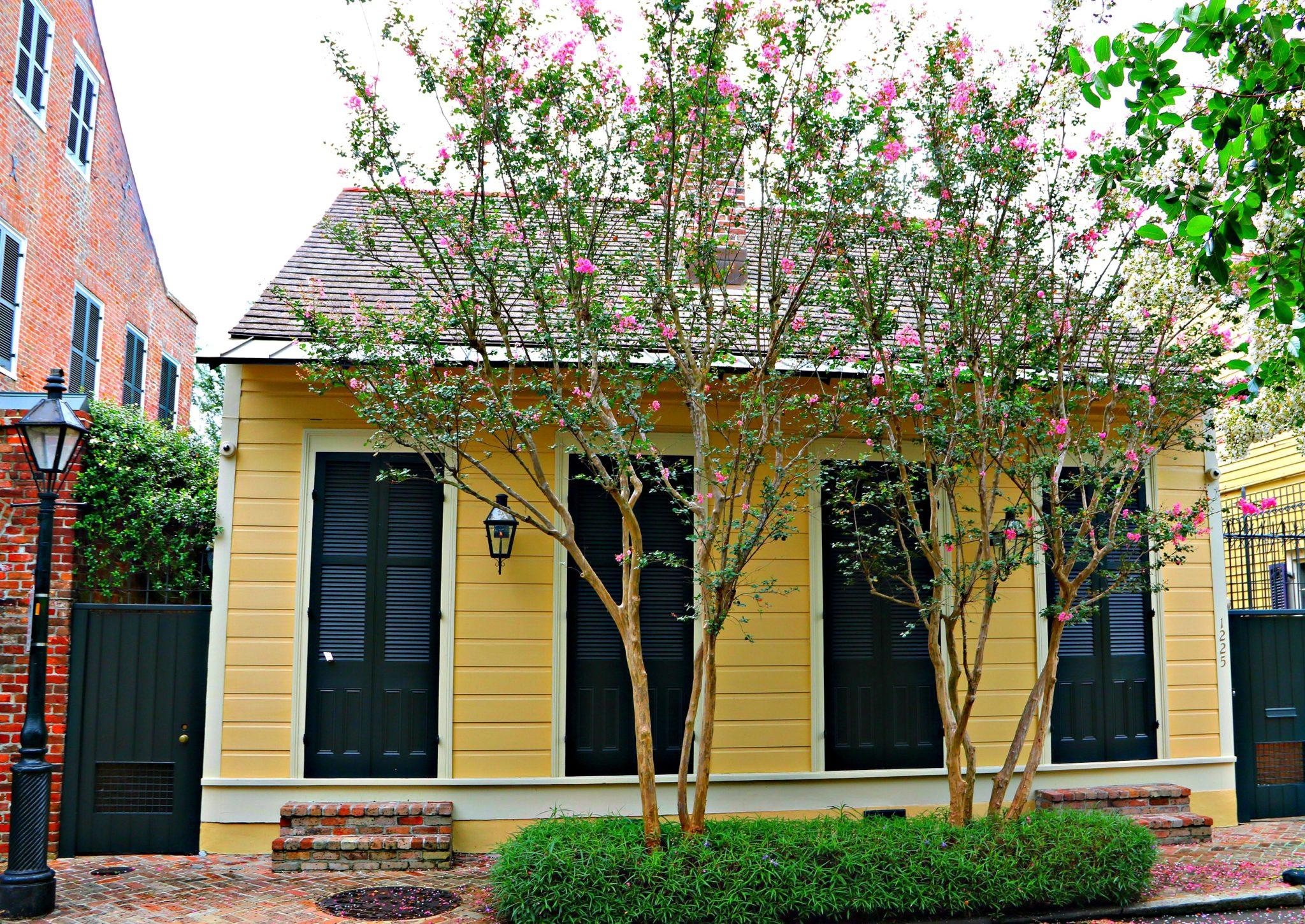 Creole cottages on burgundy street french quarter nola for Cajun cottages