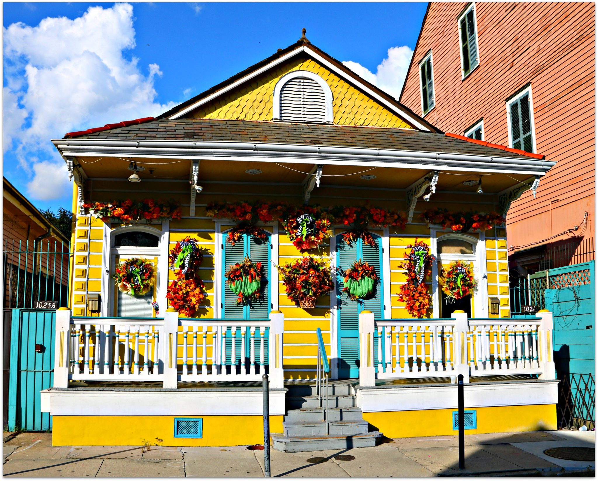 holiday and seasonal home in french quarter decorates nola neighborhoods. Black Bedroom Furniture Sets. Home Design Ideas